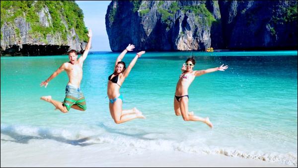 Having fun at Ko Phi Phi Leh