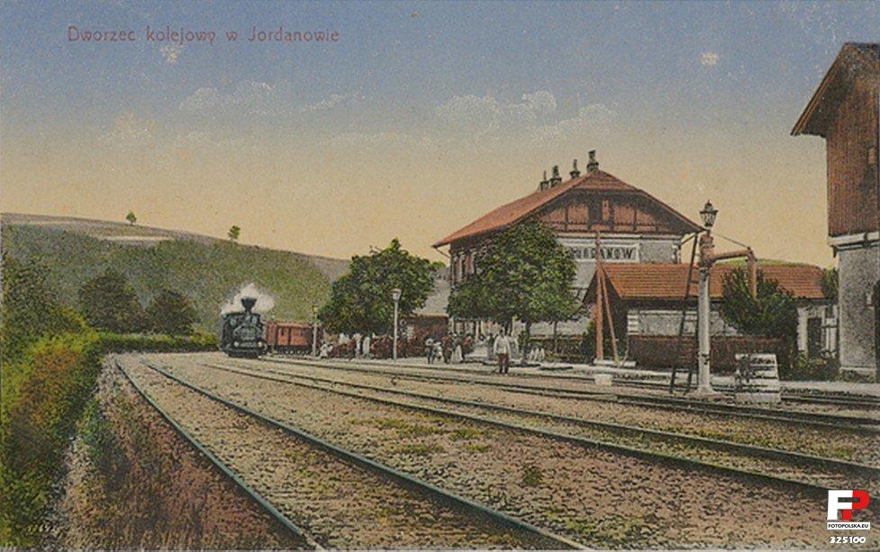 Pierwotny budynek dworca w Jordanowie, zniszczony w 1939r.