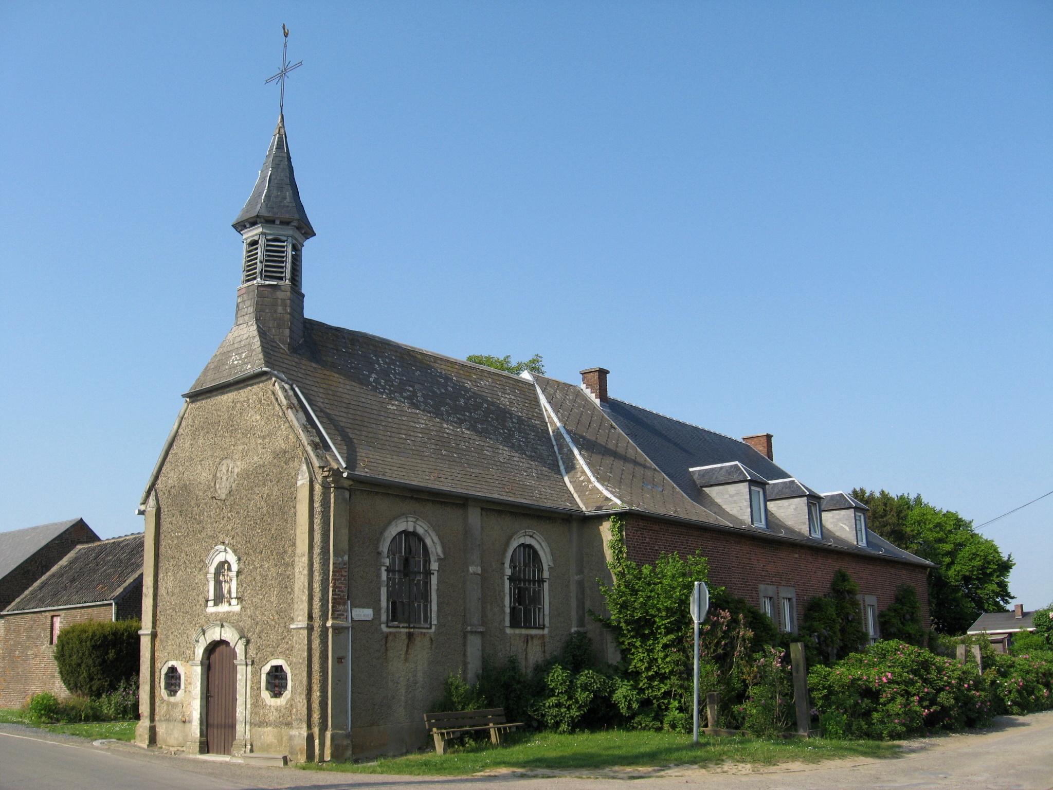 https://upload.wikimedia.org/wikipedia/commons/4/4d/Aische-en-Refail_-_Chapelle_Croix-Monet.jpg