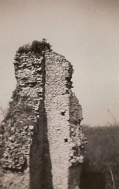 1947....Ruines du château Lorieux