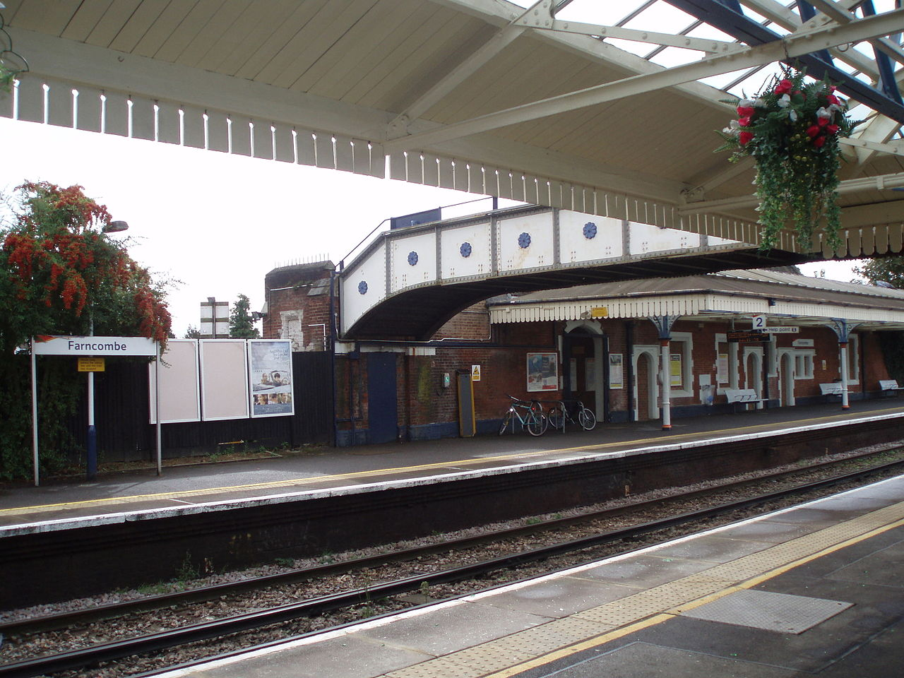 photo Farncombe Platforms_2007